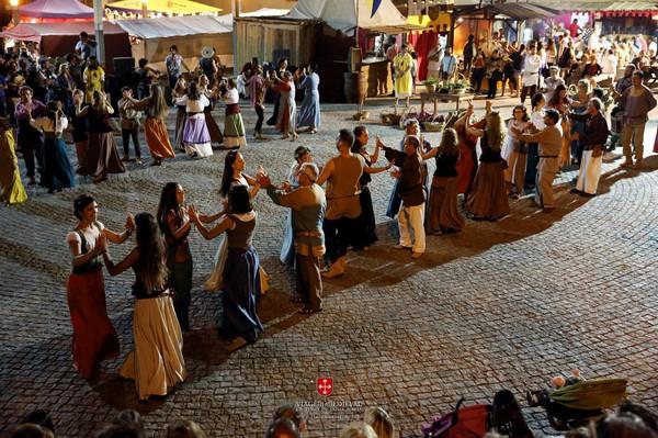 Dança para o Festim, no âmbito da Viagem Medieval em Terra de Santa Maria. Foto: CM Santa Maria da Feira.